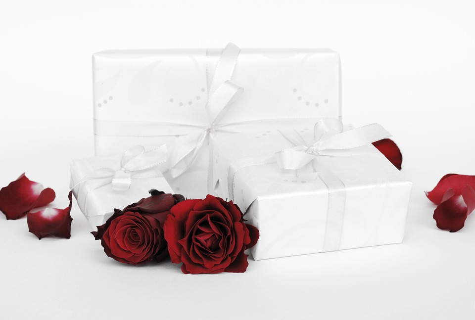 gift-2965845_960_720