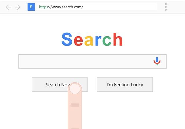 """prst chystající se zmáčknout tlačítko """"hledat"""""""