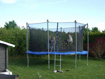 trampoline_children_playing_child